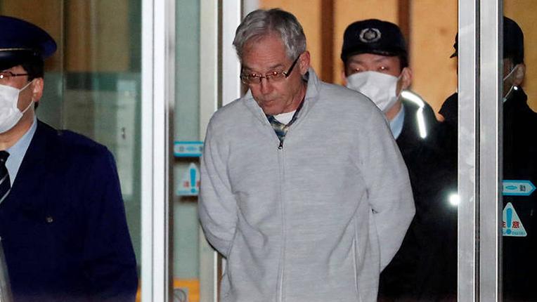 Greg Kelly, entouré de policiers japonais, est libéré de prison fin décembre 2018. Copyright : Ryohei Moriya