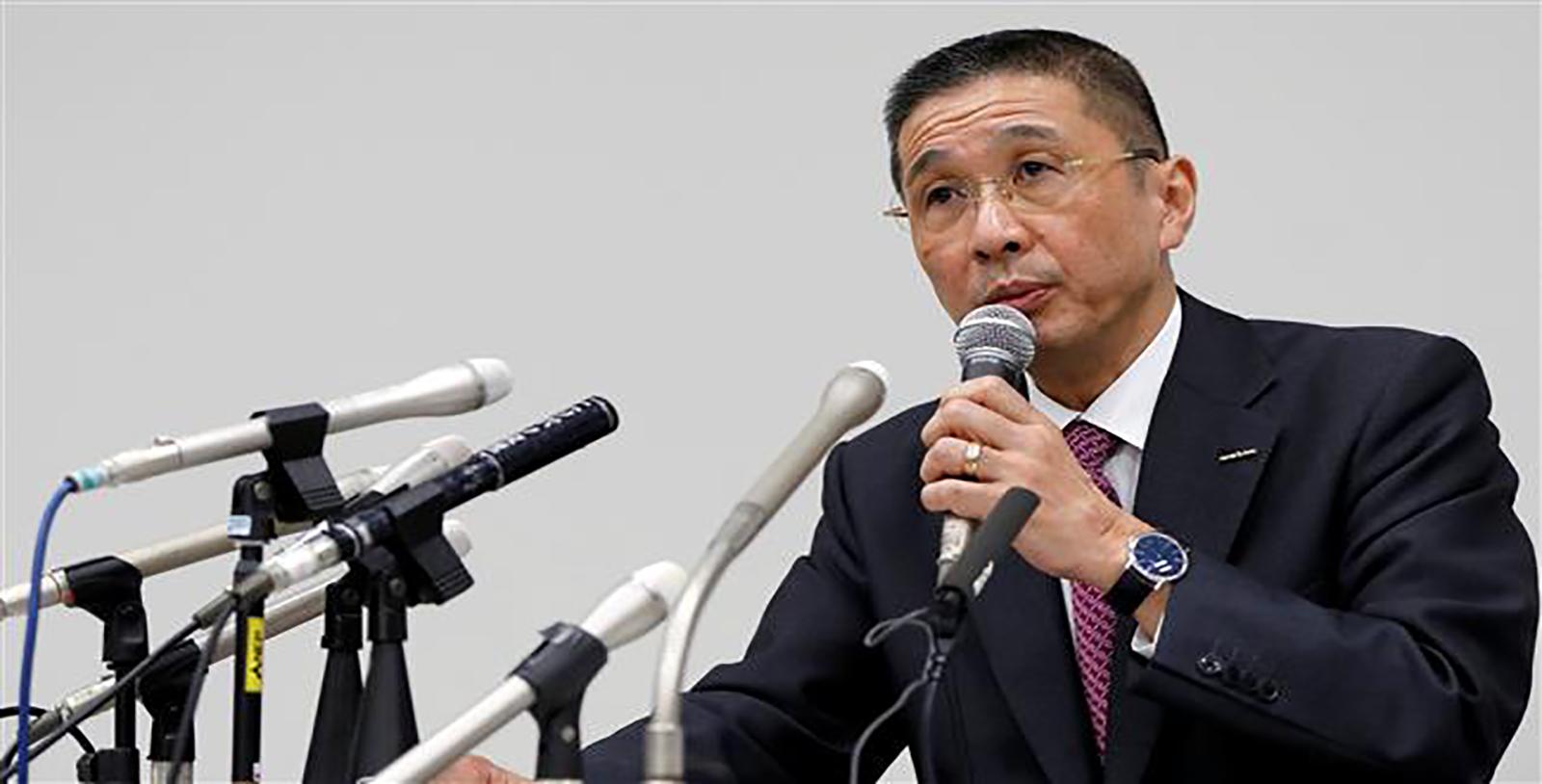 Hiroto Saikawa donne une conférence de presse le soir du 19 novembre. Copyright : Reuters