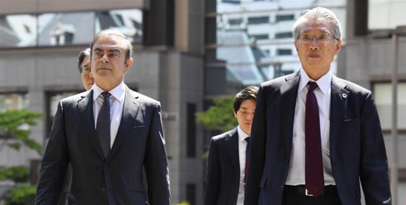 Carlos Ghosn avec son avocat Junichiro Hironaka Crédit : ReUters / Kyodo