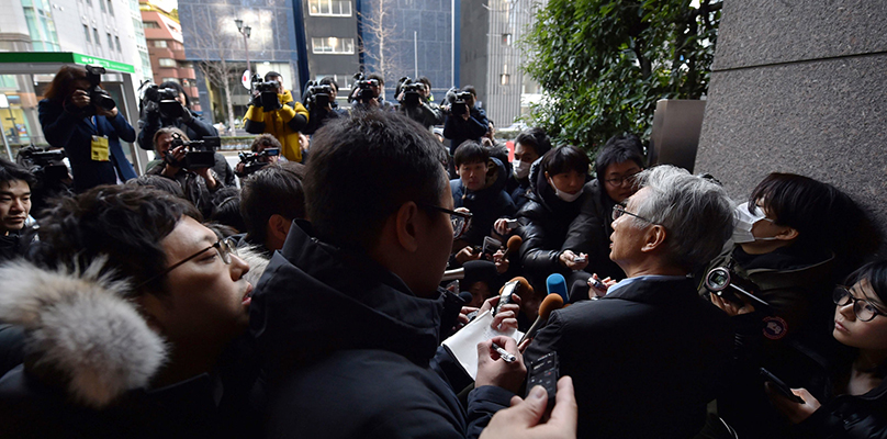 Junichiro Hironaka, a lawyer for Carlos Ghosn in Tokyo, addressing reporters there on Tuesday. Junichiro Hironaka, a lawyer for Carlos Ghosn in Tokyo, addressing reporters there on Tuesday. Credit...Kazuhiro Nogi/Agence France-Presse — Getty Images