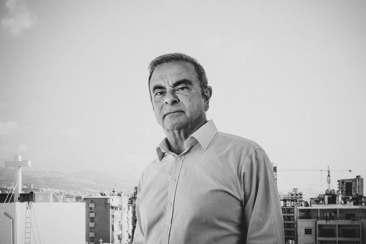 Carlos Ghosn en photo devant la ville de Beyrouth en aout 2020